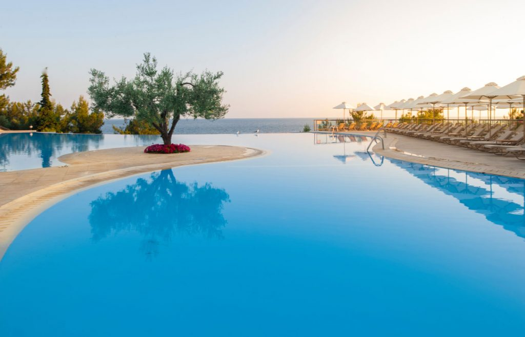 Main-Pool-Ikos-Oceania-1024x658